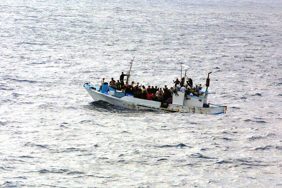 北朝鮮船の漂着はなぜ多いか理由や原因は?漂着船は通報?