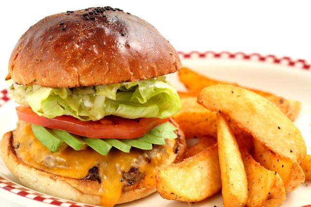 トランプ来日でハンバーガーの店名と種類や値段は?マンチズバーガーの場所やおすすめは?