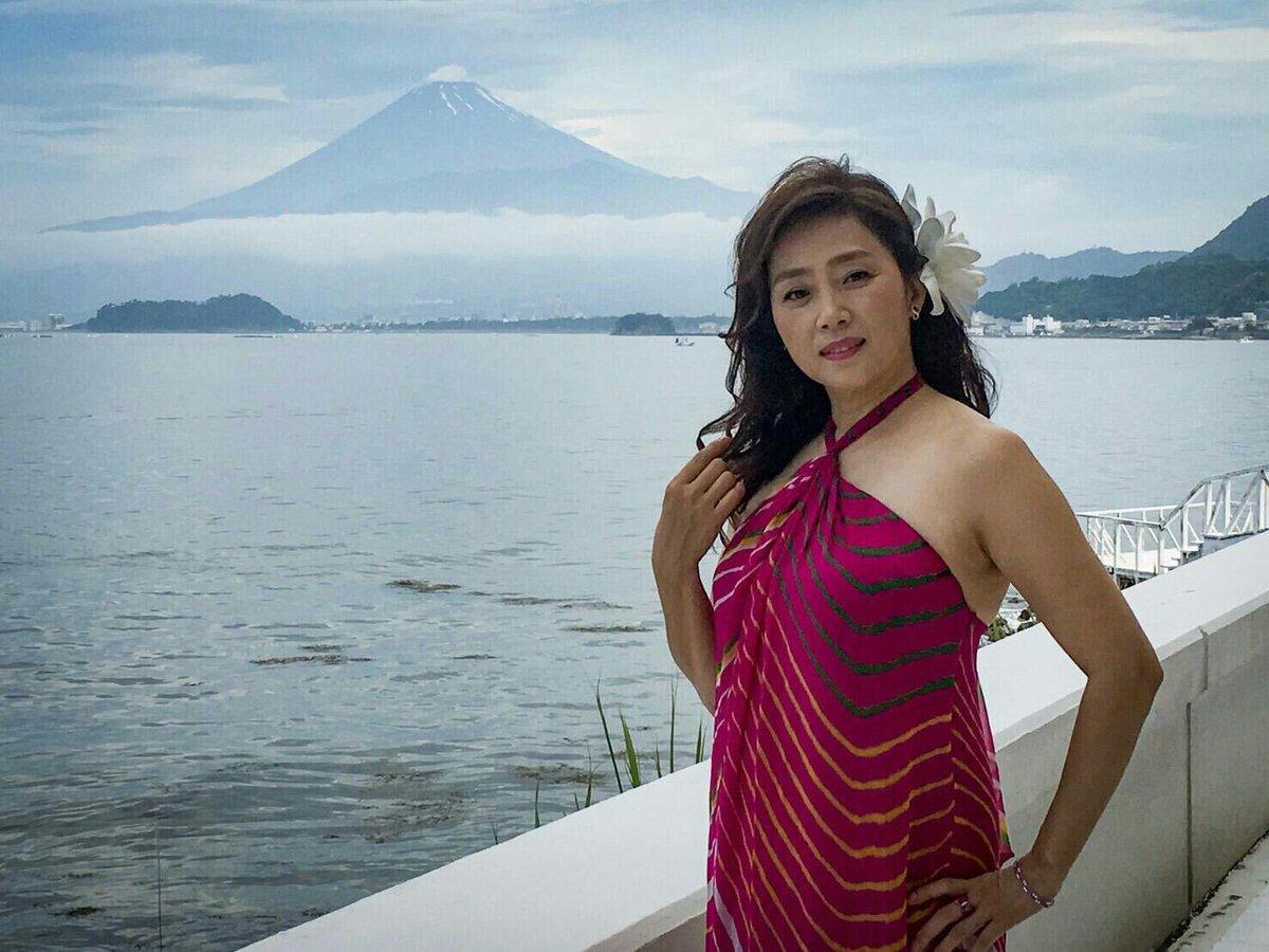 藤吉久美子はダイエットで不倫?激太りの画像や若い頃の体重は?