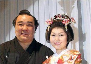 日馬富士は嫁と別居でモンゴルに?不起訴で子供は青山学院へ?